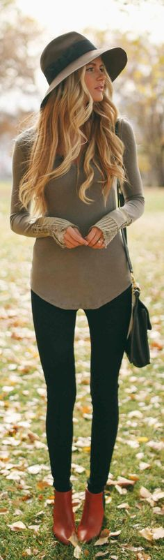 Black skinnies, light sweater with large fedora.