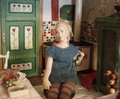 doll by Taru Astikainen, styling by Hanna & Leijona Miniature Dolls, Dollhouse Miniatures, Finland, Projects, Style, Log Projects, Swag, Blue Prints, Doll House Miniatures