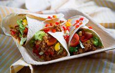 Τορτίγιες με κιμά πιπεριές και γιαούρτι Junk Food, Sandwiches, Tacos, Tortillas, Mexican, Cooking, Ethnic Recipes, Mince Pies, Kitchen