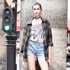 パリスナップ:90年代ライクなチェックシャツの着こなし。 | FASHION | ファッション | VOGUE GIRL