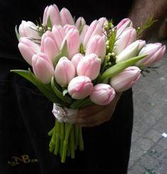 Ramos de boda con tulipanes