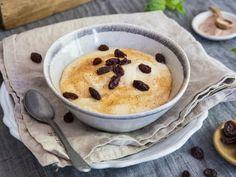 Våre beste oppskrifter på hjemmelaget grøt | Meny.no Pancakes, Pudding, Breakfast, Desserts, Food, Morning Coffee, Tailgate Desserts, Deserts, Custard Pudding