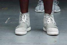 """Gerade einmal 9000 Paar seiner """"adidas Yeezy 750 Boost""""-Sneaker will Kanye West - vorerst - in die Läden bringen."""