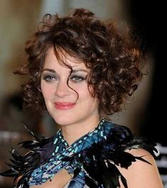 curly bob hairstyles Hairstyles for Short Hair 2019 Trends and Pretty Ideas Haircuts For Curly Hair, Curly Hair Cuts, Curly Bob Hairstyles, Short Hair Cuts, Curly Hair Styles, Curly Short, Hairstyle Short, Frizzy Hair, Natural Hairstyles