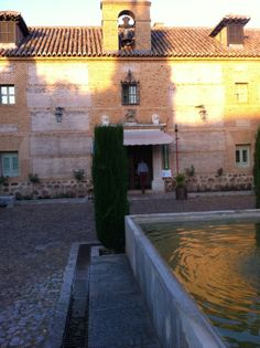 See 58 photos and 6 tips from 274 visitors to Hotel Parador de Almagro. Comfy beds, nice bar with patio, great restaurant. Comfy Bed, Peaceful Places, Great Restaurants, Patio, Hotels, Restaurants, Castles, Tourism, Yard