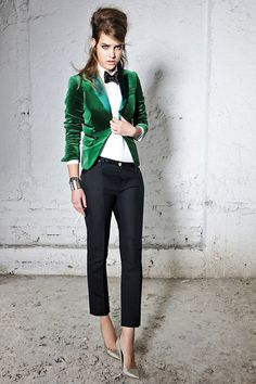 169129d37a52 Black bow tie, white shirt, black pants and green jacket. Perfection! #
