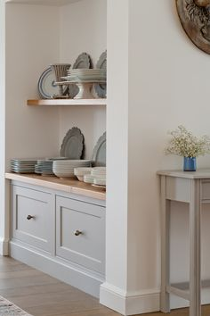 The beauty of decorating with a neutral scheme - like this one we created for a Simply Edmondson kitchen - is that you can ring the changes seasonally with crockery and accessories. This fresh space is just waiting for a splash of festive colour! Kitchen Room, New Living Room, Alcove Shelving, New Kitchen, House Interior, Kitchen Dining Room, Country Kitchen, Home Kitchens, Kitchen Style
