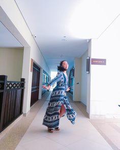 Instagram의 오미님: . 언제나 그러하듯!! 밥먹으러가는 신난이의 바람직한 발걸음 . #도대체나는 이 복도에서만 몇번의 춤을 춘것인가 #신남신남 #팔랑팔랑 . . #코타키나발루 #kotakina