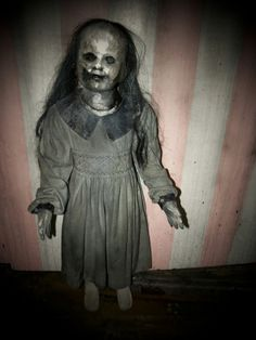 Would you like to play with this pretty dolly? | 17 Creepy Things That Will Keep You From Sleeping Tonight