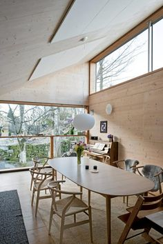 Rennesøy home dining area Plywood Furniture, Furniture Design, Scandinavian Cabin, Scandinavian Design, Modern Home Interior Design, Interior And Exterior, Norwegian House, Deco Nature, Tiny House