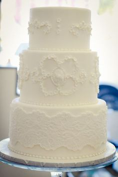 love this cake but needs color-flowers? ribbon? from sweet saucy