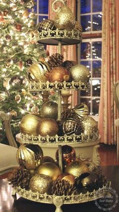 1000 ideas about gold christmas on pinterest gold christmas tree christmas trees and gold for Silver ornaments for living room