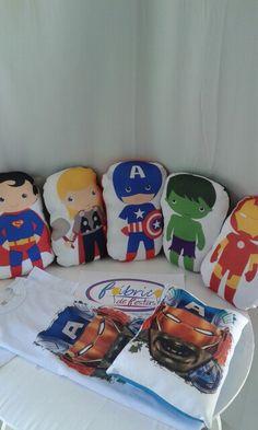 Kits camiseta e almofada Avengers