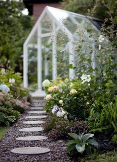 through the garden to the glass greenhouse Garden Cottage, Rose Cottage, Garden Structures, Garden Paths, Garden Tool Storage, Outdoor Flowers, Diy Greenhouse, White Gardens, Dream Garden