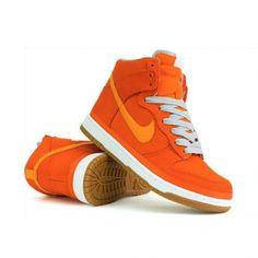 Oranje Nike Sneakers die je zelf kunt customizen.