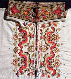 FolkCostume&Embroidery: East Telemark, Norway, embroidered shirts for Raudtrøye… - Stickerei Ideen Folk Embroidery, Shirt Embroidery, Embroidered Shirts, Hardanger Embroidery, Traditional Dresses, Traditional Art, Scandinavian Embroidery, Textiles, Dope Fashion