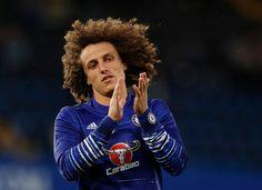 Chelsea David Luiz zahreje pred zápasom