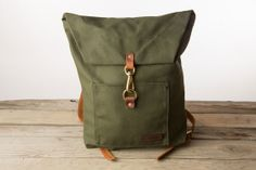 Huckberry Bradley Mountain Day Pack (Olive) Mom Backpack, Canvas Backpack, Laptop Backpack, Travel Backpack, Bushcraft Backpack, Bushcraft Gear, Vintage Leather Backpack, Leather Bag, Scout Bags