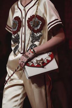 Gucci Spring 2017 Ready-to-Wear Fashion Show - Gucci Spring - Ideas of Gucci Spring. - Gucci Spring 2017 Ready-to-Wear Collection Vogue Fashion 2017, Runway Fashion, High Fashion, Fashion Show, Womens Fashion, Milan Fashion, Net Fashion, Street Fashion, Style Outfits
