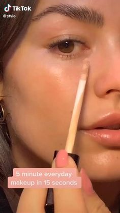 Are you looking for a natural makeup look tutorial? Watch this Easy 5 Minute Everyday Natural Makeup Beauty TikTok by , makeup doesn't have to be hard it is very easy Natural Makeup Look Tutorial, Makeup Looks Tutorial, Natural Makeup Looks, Natural Makeup Tutorials, Easy Makeup Looks, Makeup Tutorial Videos, Natural Glow Makeup, Contour Makeup, Skin Makeup