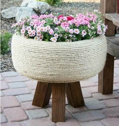 Spruce up your garden with these cheap and easy DIY garden ideas. From DIY planters to container gardening ideas, there are plenty of garden projects on a budget to choose from. Outdoor Projects, Garden Projects, Recycling Projects, Container Gardening, Gardening Tips, Organic Gardening, Plant Containers, Flower Gardening, Container Flowers