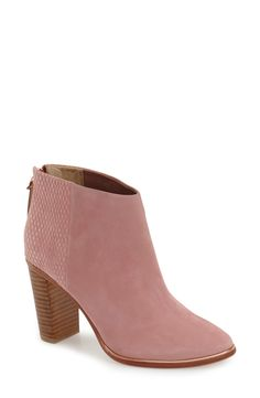 5 words: blush, Ted Baker London booties. Can it get any better than that? Swooning over these cuties.
