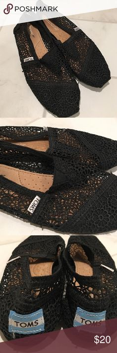 Toms lace floral shoe size 6 ! Toms black lace floral design shoes size 6! Barely used in great shape 👍🏼 TOMS Shoes Flats & Loafers