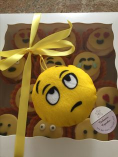 Emoji cupcakes Birthday Cupcakes, Emoji, Party, Character, Anniversary Cupcakes, The Emoji, Parties, Lettering, Emoticon