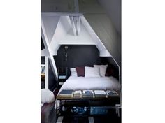 Chambre cocooning sous les combles Bedroom Furniture, Outdoor Furniture, Style Deco, Basement Bedrooms, Bunk Beds, House Design, Inspiration, Home Decor, Bedroom Ideas