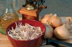 Szömörcés (sumac) vöröshagyma saláta Influenza, Garlic, Meat, Chicken, Vegetables, Food, Cilantro, Essen, Vegetable Recipes
