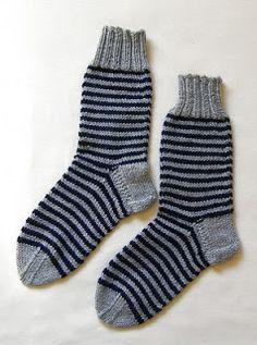 Priscila: MEDIAS DE LANA CON CINCO AGUJAS Knitting Socks, Fashion, Socks, Shoes, Stocking Pattern, Slippers, Crochet Throws, Crochet Slippers, How To Knit
