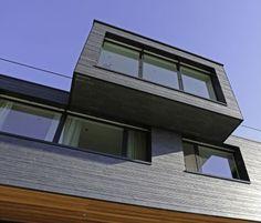 Extravagante Schieferfassade schützt in exponierter Hanglage (Bild 4)