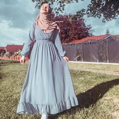 Modern Hijab Fashion, Hijab Fashion Inspiration, Muslim Fashion, Mode Abaya, Mode Hijab, Frock Fashion, Fashion Outfits, Hijabi Gowns, Niqab