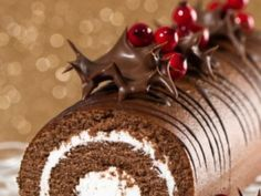 Homemade Christmas log with chocolate: here is the recipe well detailed, for . Christmas Yule Log, Cake Stock, Novelty Cakes, Cookie Designs, Homemade Chocolate, Chocolate Cake, Homemade Christmas, Sweet Recipes, Oreo