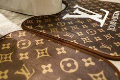 ルイヴィト 浴室足ふきマット gucci トイレ浴室マットエルメス方形マット3点セットU型トイレマット Chinese Toilet, Toilet Mat, Bathroom Sets, Fashion Brand, Louis Vuitton Monogram, Lettering, Cover, Pattern, Luxury Designer