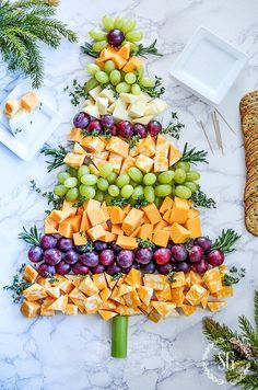 Bring one of these creative appetizers to your Christmas party! These Christmas appetizers include dips, spreads, finger foods and much more. Christmas Buffet, Christmas Open House, Christmas Party Food, Christmas Brunch, Xmas Food, Christmas Appetizers, Christmas Cooking, Noel Christmas, Christmas Goodies