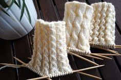 Knitting Charts, Knitting Stitches, Knitting Socks, Knitted Slippers, Wool Socks, Knitted Hats, Yarn Crafts, Sewing Crafts, Knitting Accessories