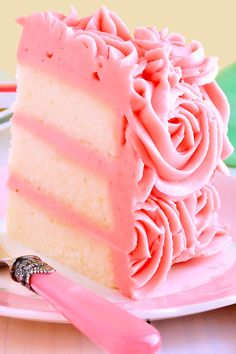 White Velvet Layer Cake with Strawberry-Raspberry Mascarpone Buttercream -Moist, tender white cake flavored with pure almond extract and a hint of vanilla. Iced with a truly extraordinary frosting that tastes just like strawberry-raspberry cheesecake! Baking Recipes, Cake Recipes, Dessert Recipes, Frosting Recipes, Bolo Original, 13 Desserts, Think Food, Strawberry Cakes, White Velvet