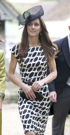 New style ICON! I vote Kate over Pippa, but they are both great dressers.