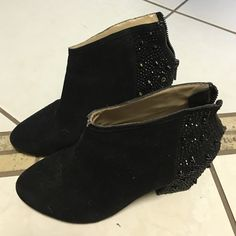 Flash sale!Selling my zara ankle boots! Selling my zara ankle boots! Good condition but they have missing some of the things but if doesnt notice that much! Look really cute  not low balling ✋posh takes away the 20% Zara Shoes Ankle Boots & Booties