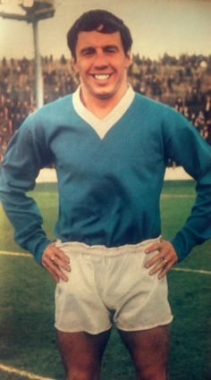 Willie Henderson of Rangers in Rangers Football, Rangers Fc, Retro Football, Football Pictures, Guys And Girls, Glasgow, Old Photos, Celtic, Scotland