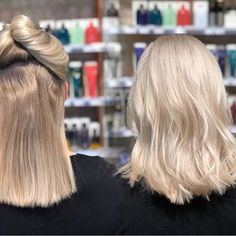 Platinum 🦄 Wella blondor 4%, lengths/ dark area first then roots. Sat for 20-25 min. Rinsed with Oribe gold lust shampoo and conditioner and applied Glossing. Roots: 16 g 10/1 + 15 g 9/ + 5 g 8/38 + 3 g 7/ + 1,9%. Lengths with 1:1 10/1 + 10/69 + 1,9%. All with 1/32 Olaplex nr 1. Styled with Oribe Volumista all over, Supershine + Royal Blowout in lengths. Finished with Dry Texturizing spray🌸