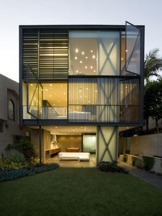 Exterior Modern House Design with Small Garden Stone and Tree Plus - http://www.interioranddecor.com/