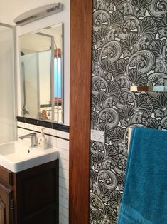 👏👏👏 Check out one of our custom made designs in action!🙌 We worked with this client to get a beautiful end result. Doesn't it bring life to their bathroom?!🖤✨🖤