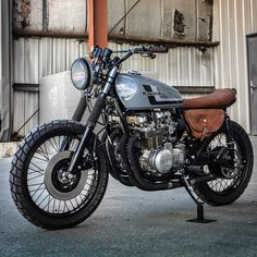 "freedomontwowheels: """"Ooooo mama. @federalmotous polished off their latest 'build between builds', and she's a bundle of Japanese fun. Cruisey 1978 Kawasaki KZ650 lookin' road ready. FED 6,7, & 8 are launching soon…we can't wait to unveil the whole..."
