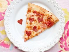 How to decorate an apartment for Valentine's day: few ideas