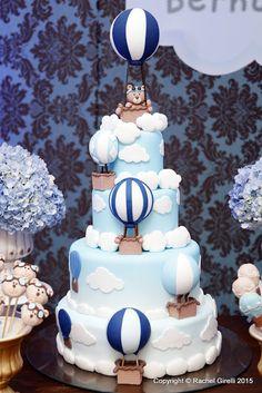 Muito, muito amor por esta Festa!!! Ursinhos Baloeiros!!! Foi entre muitos balões e ursinhos fofos, que desenvolvemos o cenário para a comemoração do aniversário de 1 ano de Bernardo. Cenografia de festa em tons de azul, branco e bege...