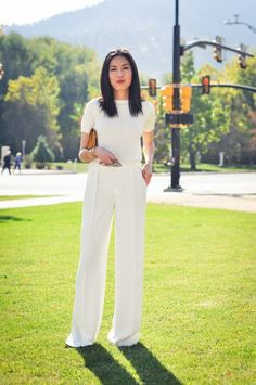 Spring Look Picture Description Ann Taylor top (c/o), Zara pants (similar on sale here), Chanel clutch, J. Fashion Mode, Office Fashion, Work Fashion, Fashion Outfits, White Outfits, Classy Outfits, Casual Outfits, Mode Pro, Style Désinvolte Chic