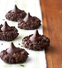 Super-Duper Chocolate Kisses Recipe - this starts with prepackaged chocolate chip cookie dough so quick and easy Köstliche Desserts, Chocolate Desserts, Delicious Desserts, Dessert Recipes, Homemade Desserts, Homemade Breads, Chocolate Chip Cookies, Chocolate Kisses, Chocolate Chocolate
