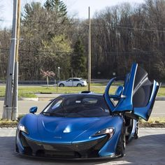 McLaren P1 painted in Cerulean Blue  Photo taken by: @dbaderphotography on Instagram